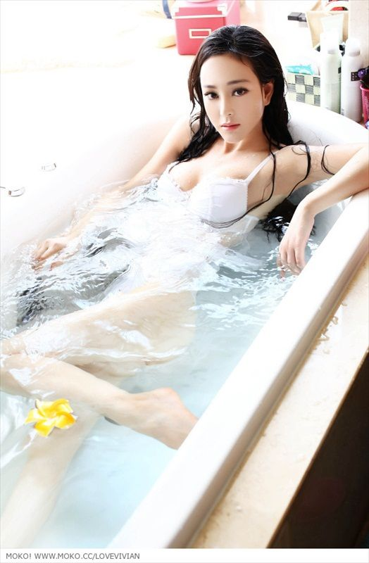 Hot Asian Girl In Bathtub