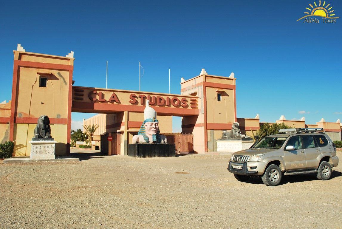 La ciudad de Ouarzazate, ha sido escenario del rodaje de infinidad de películas como Babel, la Joya del Nilo, Gladiator, la Momia.... Hoy nuestros viajeros visitan sus estudios cinematográficos. www.alimatours.com #africa   #alimatours   #marruecos   #morocco   #marocco   #ouarzazate   #estudiosdecine   #viajeros   #mochileros   #viajeros   #travelers   #travel   #viajar   #tourisme   #turismo   #viajar   #viaje   #viajes   #landscapephotography