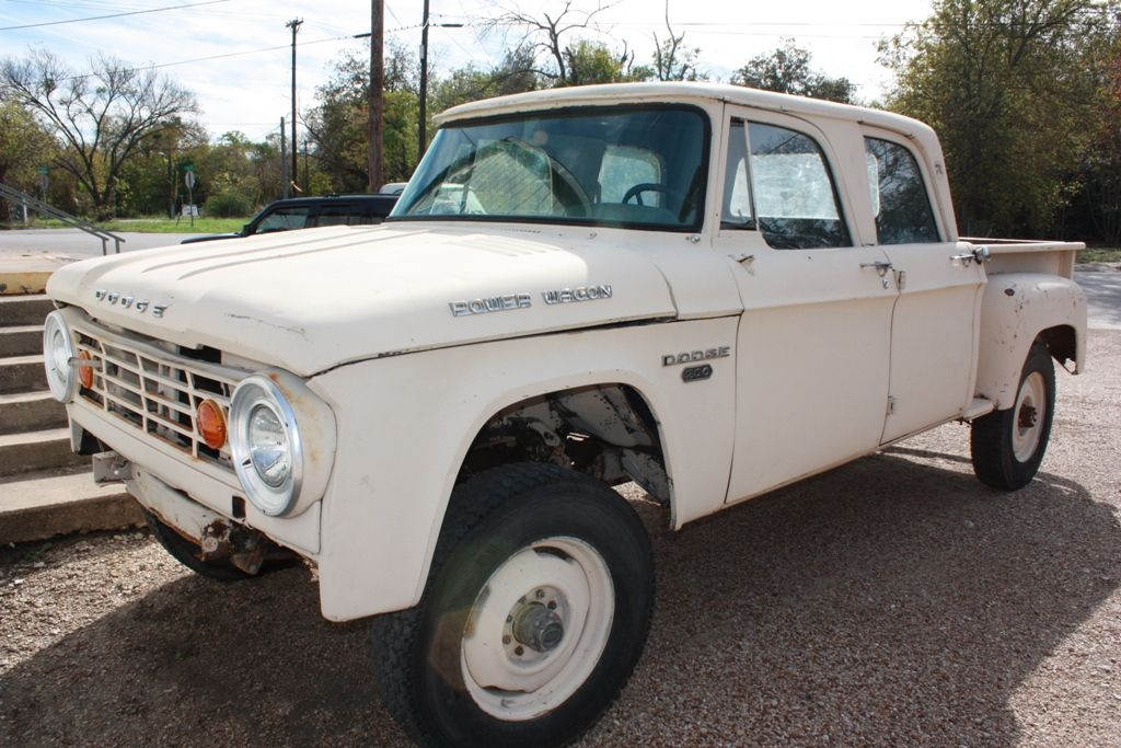 http://www.vintagemilitarytrucks.com/1967_Dodge_W200_Power ...