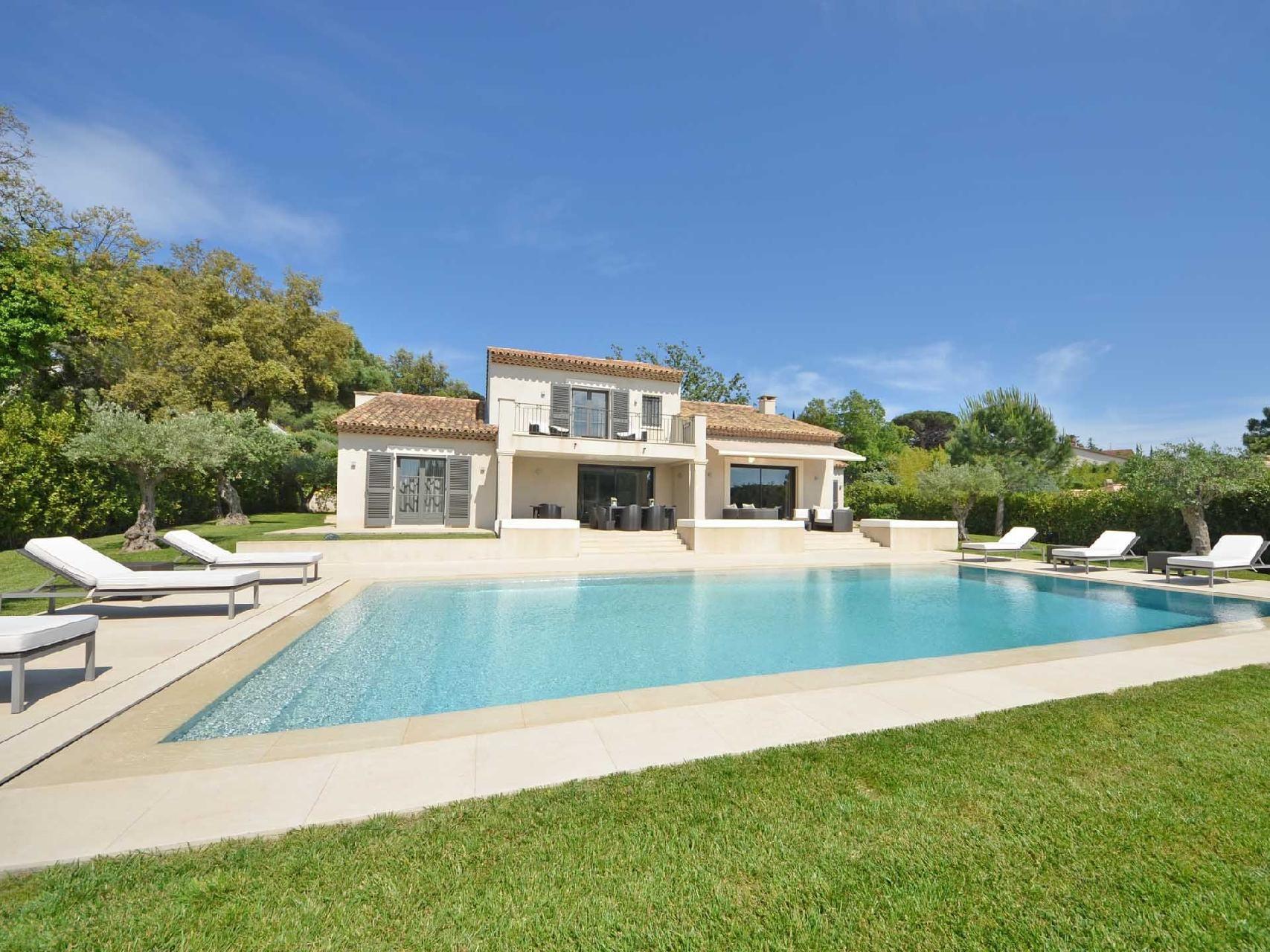 Красивая вилла с бассейном дома кипр