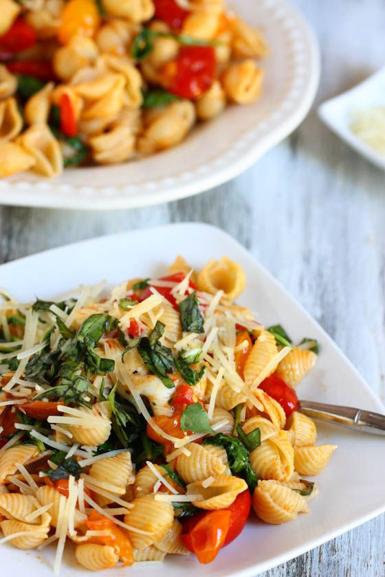 I make this all the time with multigrain pasta...Smoky Tomato, Red Pepper and Arugula Pasta (use more veggies and sub quinoa for pasta) #vegetarian #pasta