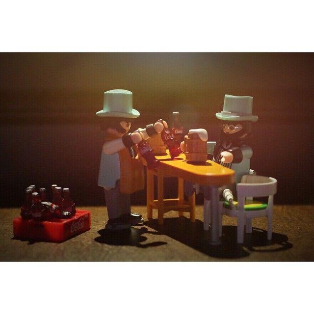 . Cheers! . 일주일의 중간~ 한 잔하며 남은 이틀 달려보아요~ 우린 콜라 건배! . 2015. 2. 11 . #playmobil #playmo #toyphotogallery #cocacola #coke #cheers #cokestyle #플레이모빌 #플모그래피 #코카콜라 #거품많은콜라 #건배 #콜라는역시 #짝으로마셔야함
