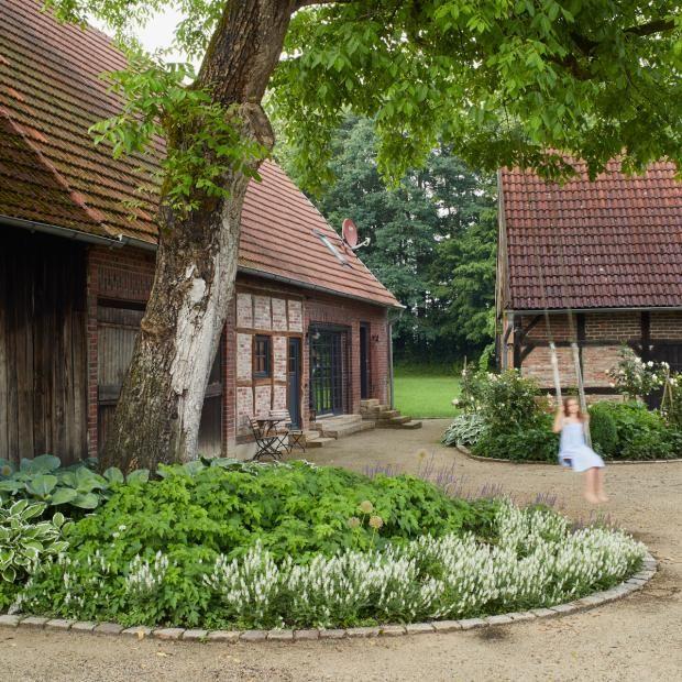 Ehrwurdige Antiquitat Bild 7 Cottage Garten Gutshof Palettengarten
