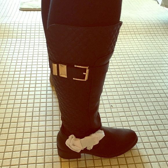 Black Quilted Wide Calf Boots Beautiful black wide calf boots. The heel is about an inch tall and the hardware is gold. They are comfortable and brand new!! Avenue Shoes Combat & Moto Boots