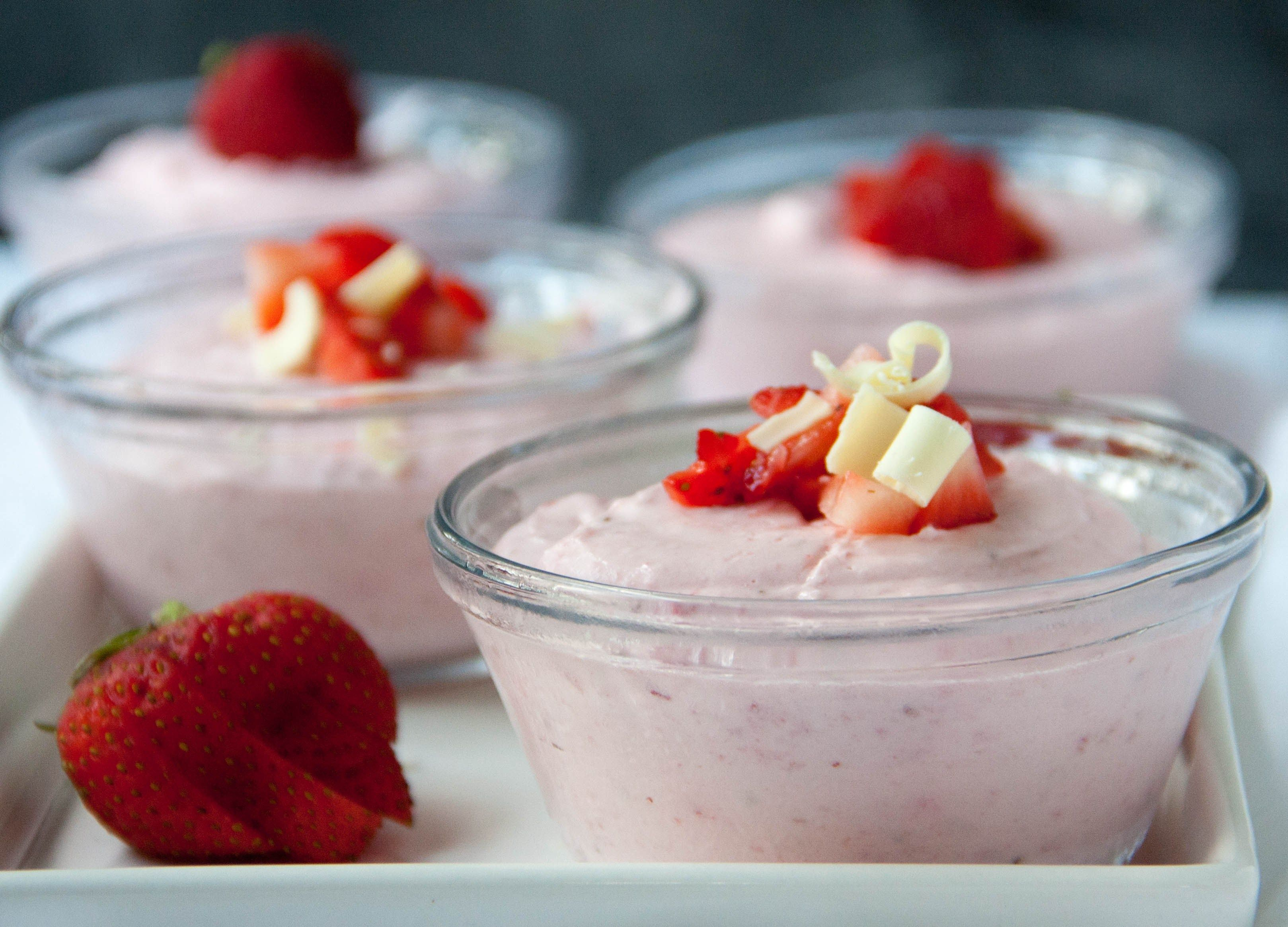 Easy strawberry mousse recipe strawberry mousse mousse and easy easy strawberry mousse sisterspd