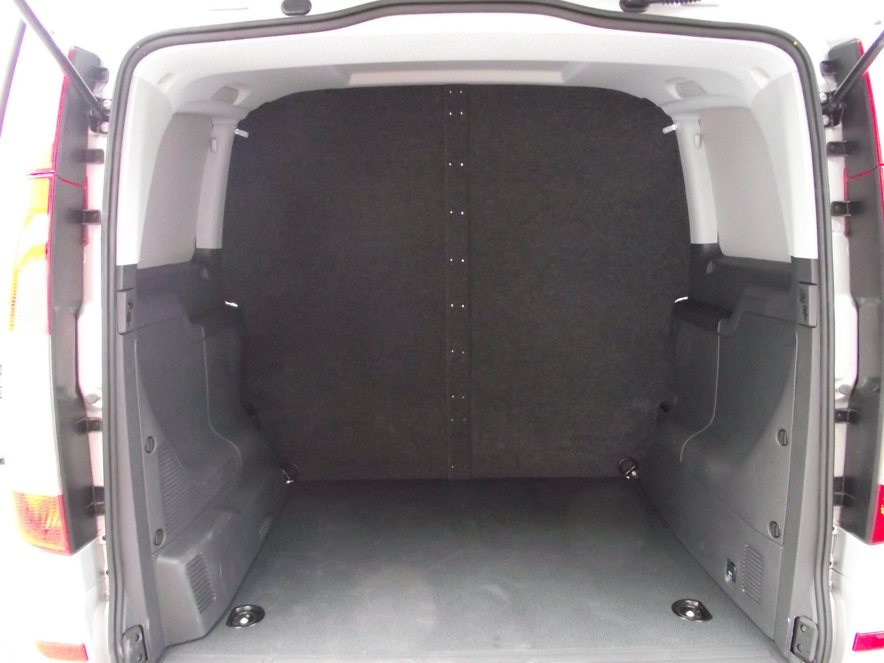 A Carpeted Bulkhead For A Mercedes Vito Bulkheads Pinterest # Muebles Sortimo