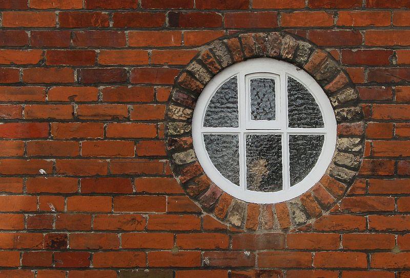 Sandwich circular window