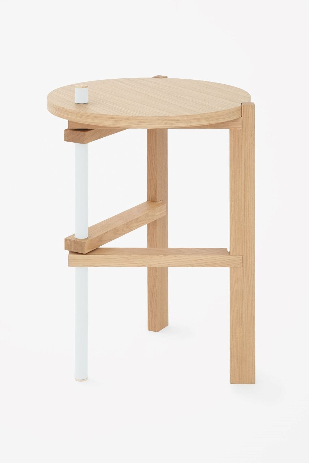 Designed By Tomas Alonso This Side Table Contrasts Natural Ash With Coloured Metal On One Leg Made With Fu Wooden Side Table Furniture Side Tables Seat Cupra