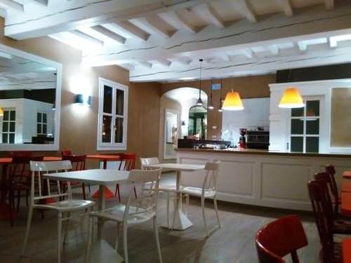 Hotel Villa Nabila Reggiolo Situated in the old town centre of Reggiolo, a small town near Reggio Emilia, this hotel originated from a master renovation of a typical country house with valuable architectural features.
