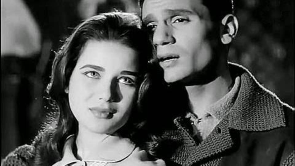 عبد الحليم حافظ وزبيدة ثروت في لقطة رومانسية من فيلم يوم من عمري 1961 يعني كان عمر زبيدة 21 سنة Romantic Moments Portrait Most Romantic
