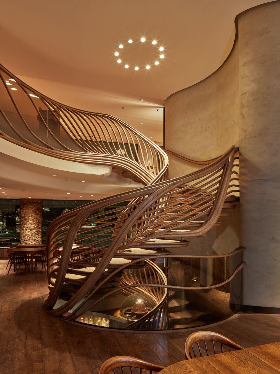 Stairstalk por Atmos  Revista Estilo Propio   Arquitectura is part of Staircase railings - Atmos se encargó de diseñar y ofrecer la exuberante escalera central que se entrelaza entre los 3 niveles de experiencia en el bar HIDE