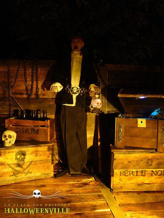 Int rieur d 39 un bateau de pirate illlumin de nuit d cor for Decoration interieur halloween