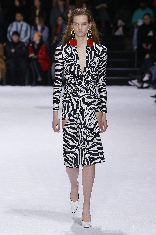 9012a1bfe9a2f7 Balenciaga Fall 2018 Ready-to-Wear Fashion Show | PARIS FALL FASHION ...