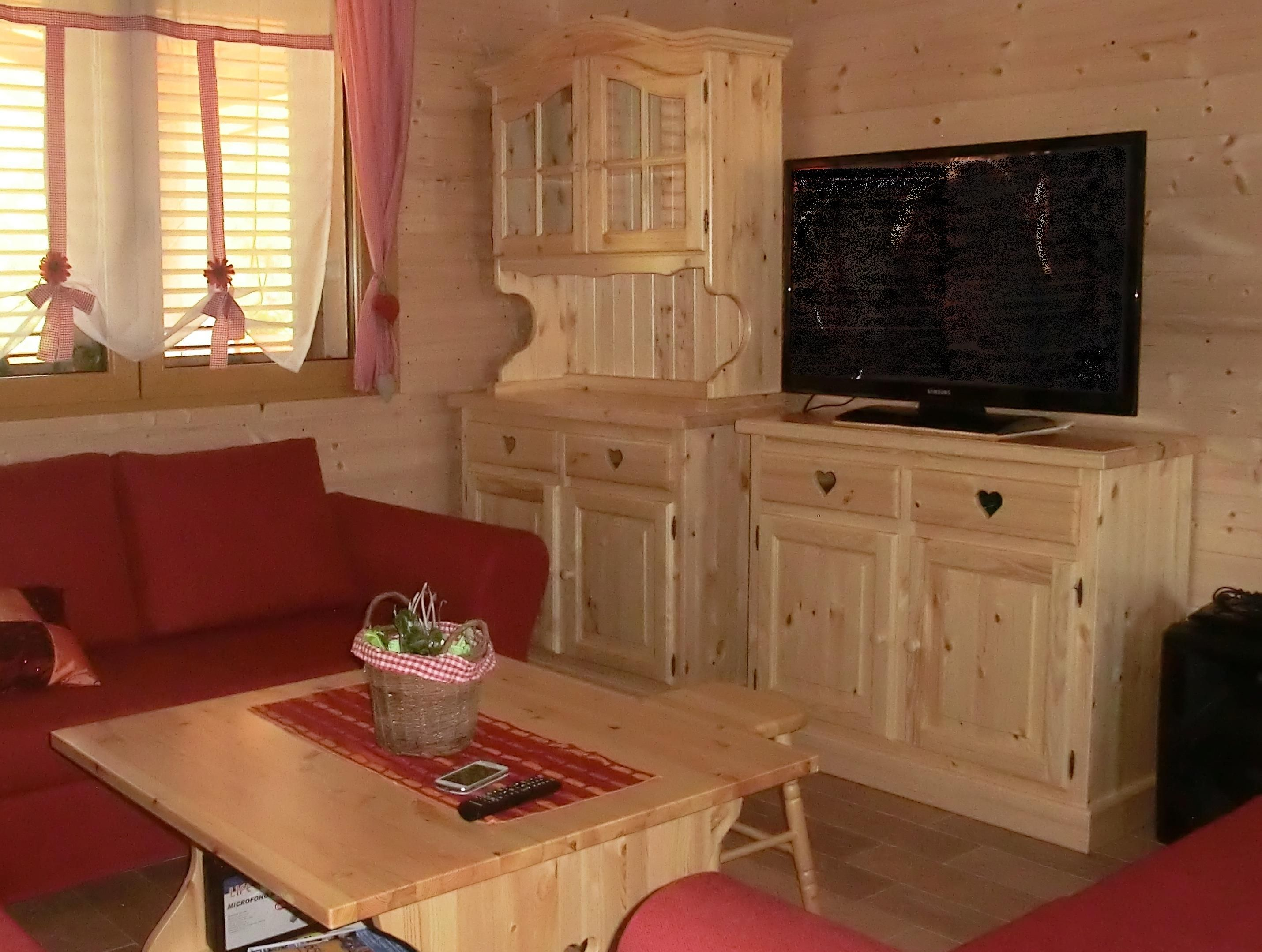 www.mobilificiomaieron.it - 0433775330. soggiorno rustico completo ... - Soggiorno Noce Massello 2