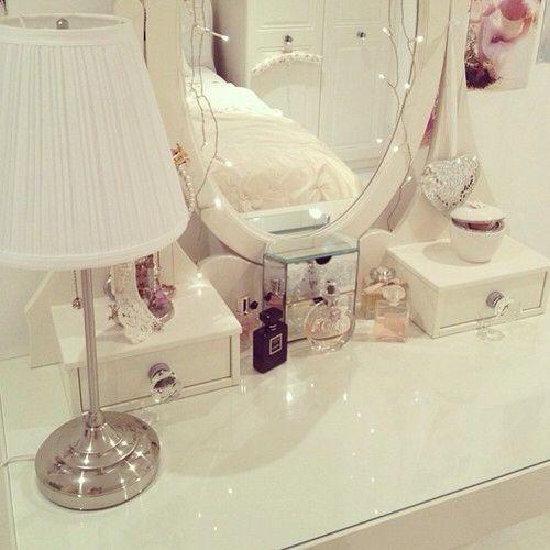 #vanitytable #makeup #makeuporganiser #fashion #organisation #channel #light #white