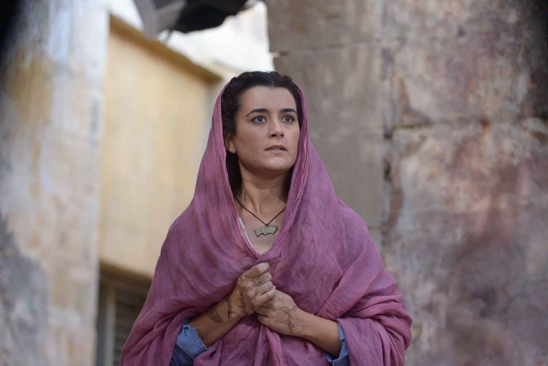 Shirah wearing amulet.