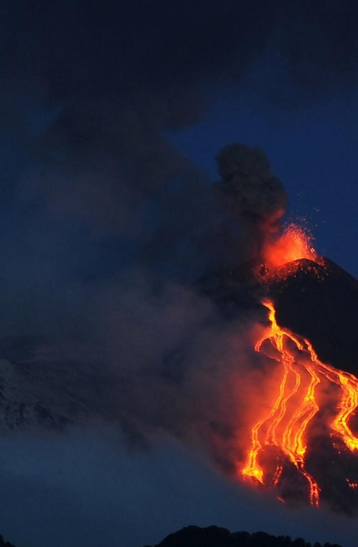 Le Volcan Le Mont Saint Helens Video L Etna Volcan Le Plus Actif D Europe Est Entre Volcan Mont Saint Helens Volcan Actif
