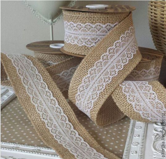 1 Metre length of christmas wrapping hessian and lace woven edge ribbon