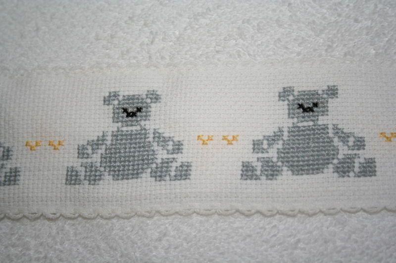 Img 5498 bebe pinterest bain bebe point de croix et broderie - Grilles gratuites point de croix pour bebe ...