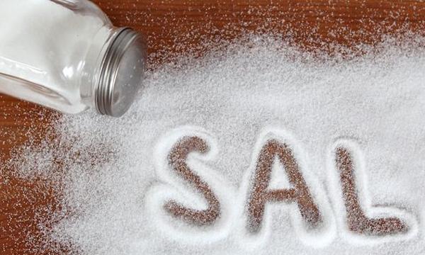 7 truques geniais que você pode fazer com sal.