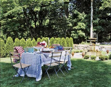 35 Charming Ideas for Summer Party Table Settings   Backyard picnic ...