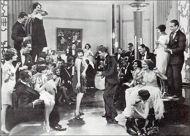 fitzgeralds great gatsby and the 20s The great gatsby shows us the frivolous lifestyle, the attitudes of the rich and their culture in the roaring 20s scott ftizgerald in the great gatsby dipicts the roaring 20s through careless lifestyle, attitudes of the wealthy and culture.