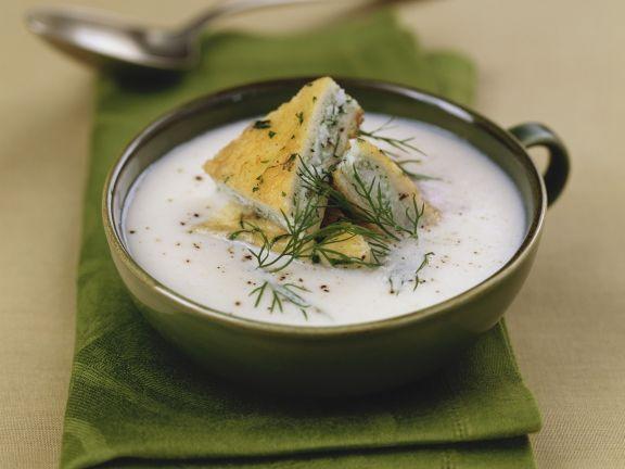Sturmsuppe mit Zander-Schnitte ist ein Rezept mit frischen Zutaten aus der Kategorie Suppen. Probieren Sie dieses und weitere Rezepte von EAT SMARTER!