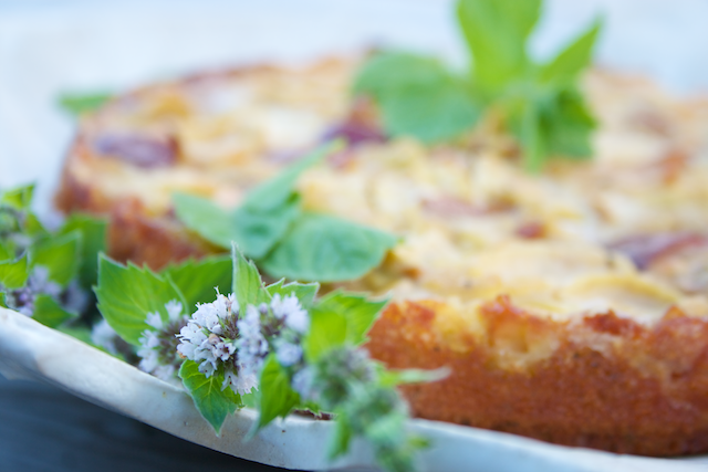 Hämmentäjä: Täydellinen omenakakku. Rommia, kardemummaa ja minttua. The perfect apple cake with rhum, cardamom and mint.