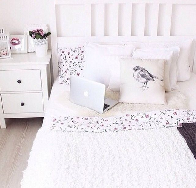 white teen room tumblr rooms pinterest schlafzimmer ikea schlafzimmer und tumblr zimmer. Black Bedroom Furniture Sets. Home Design Ideas