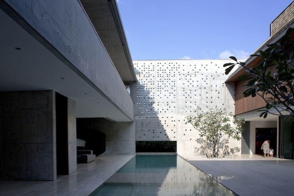 Courtyard Style Layout, Without Views The Courtyard House / Formwerkz  Architects Photo Gallery