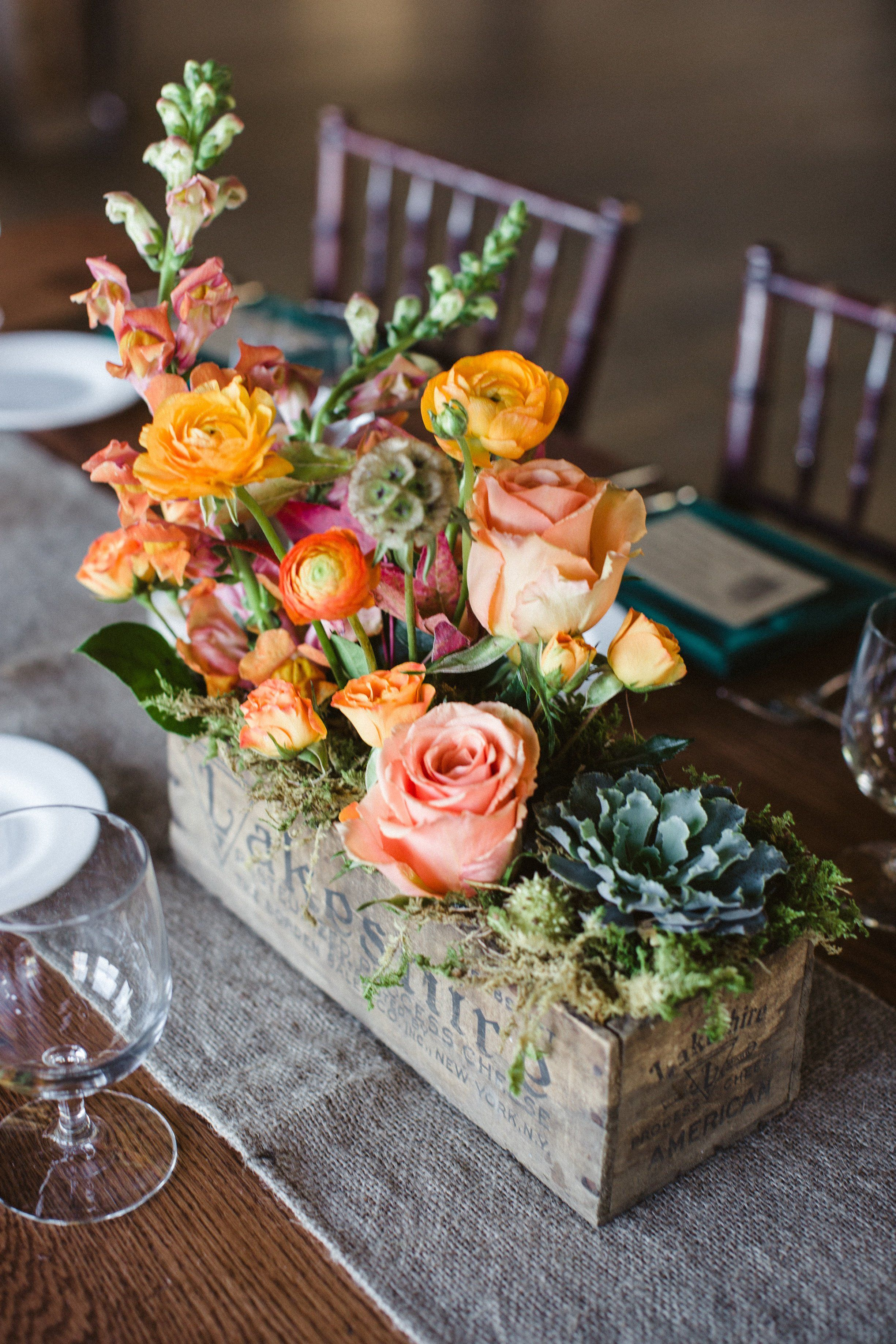 Fall decor for wedding Centerpiece in wooden box Love the succulent  FLORES  Pinterest