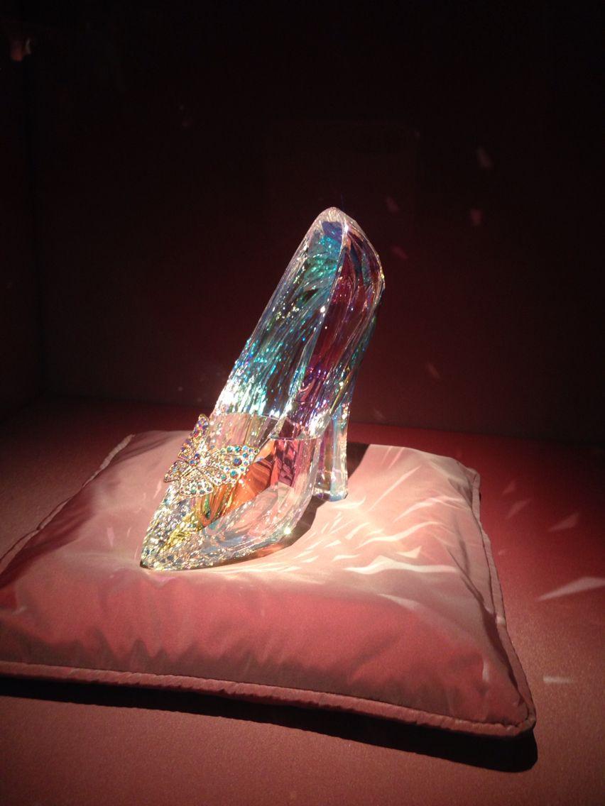 591182638 Cinderella shoe Swarovski kristallwelten | Swarovski in 2019 ...