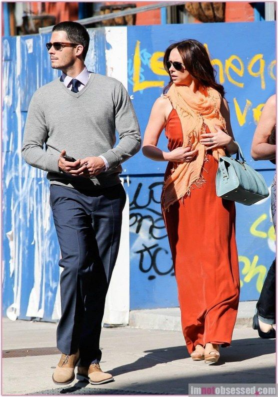 Jennifer Love Hewitt Brian Hallisay 1734923518 Jpg 556 793 Jennifer Love Hewitt Jennifer Love Cool Outfits