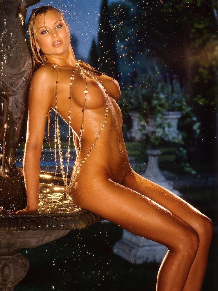 monaco nude pictures Kara