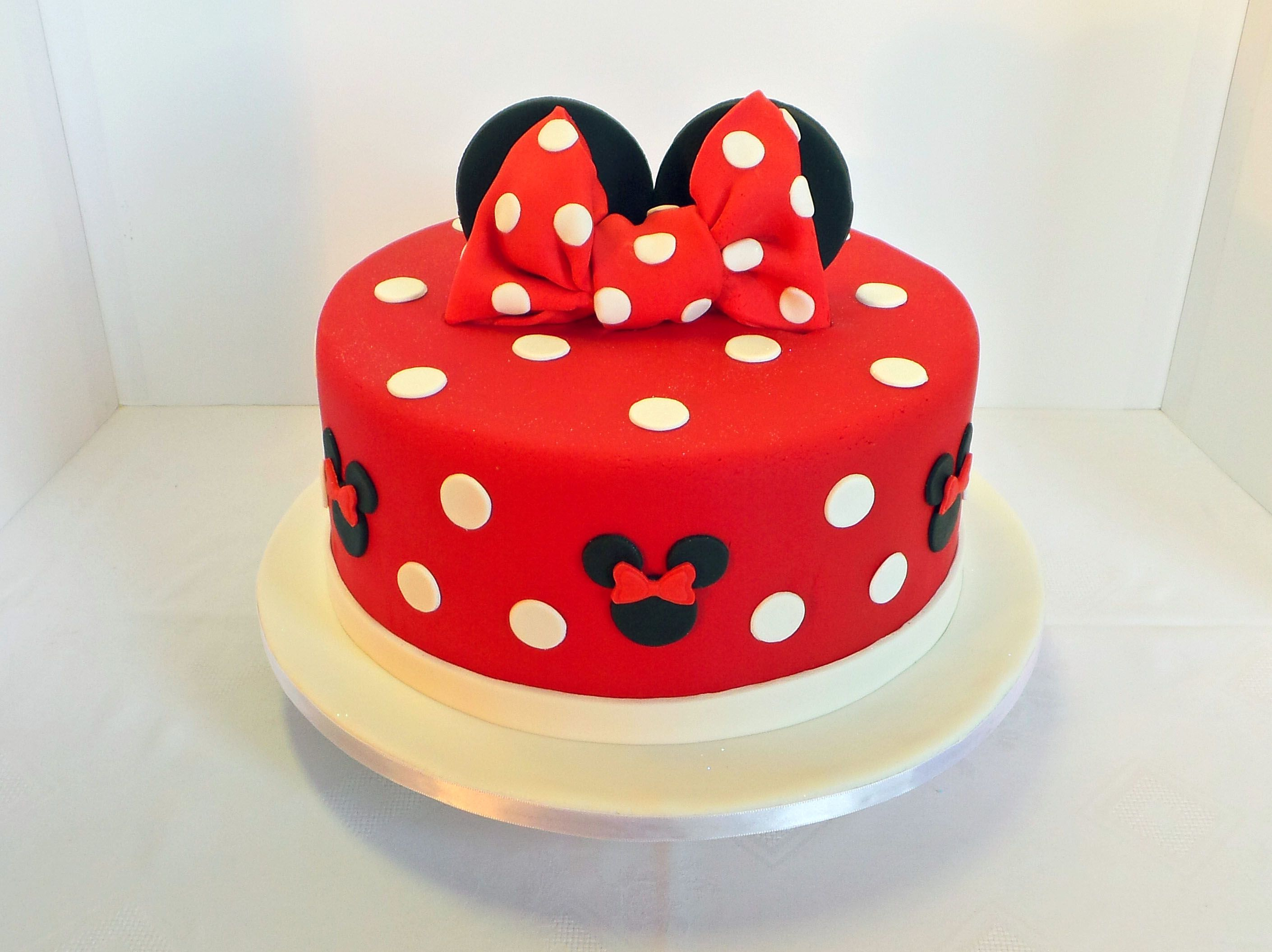 Frases Para Aniversario Cake Ideas And Designs: Minnie Mouse Birthday Cake. Design Was Brought In By