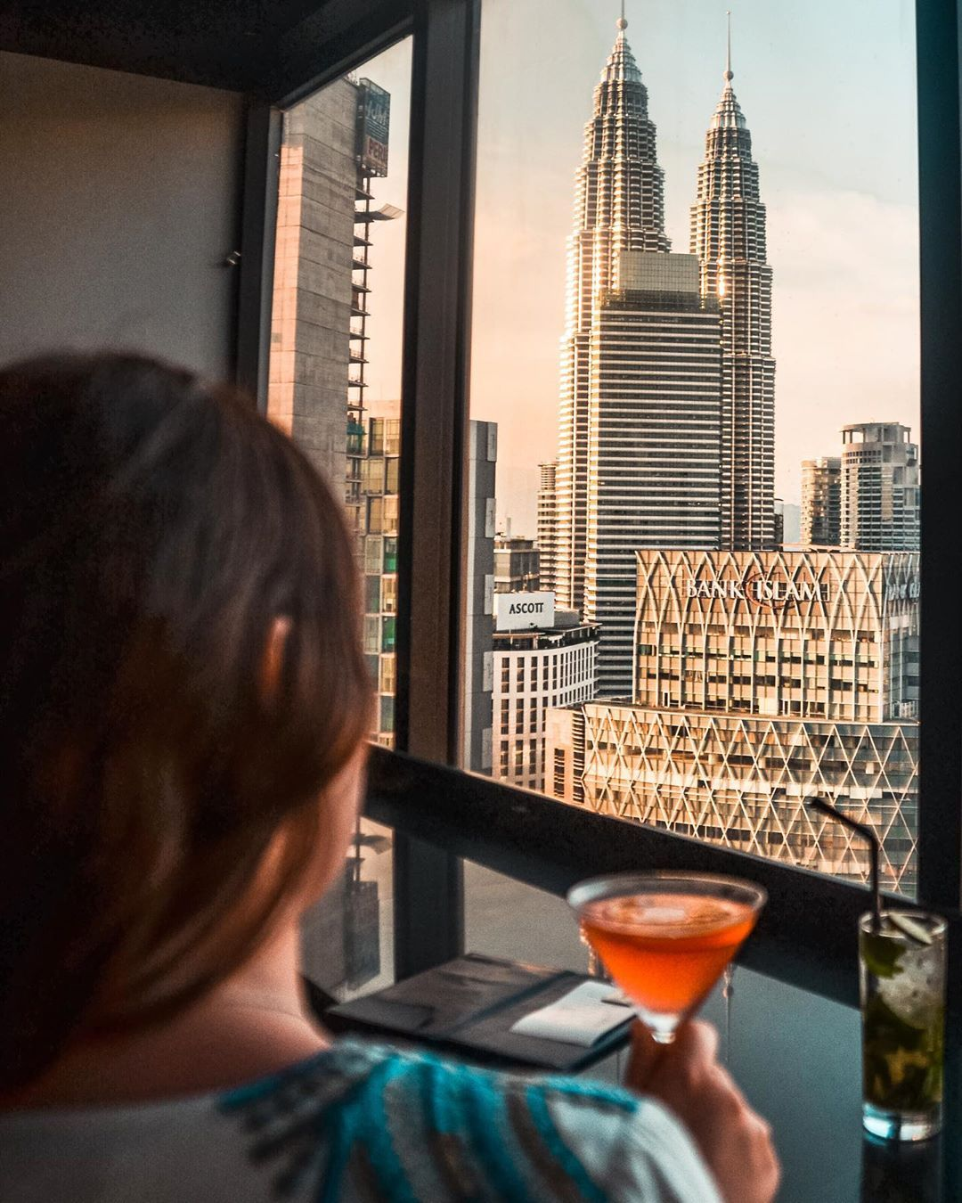 Travel Moments Food Auf Instagram Flashback To This Cosmo With A View In Beautiful Kuala Lumpur Mit Eine In 2020 Kuala Lumpur Malaysia Reise Cosmopolitan