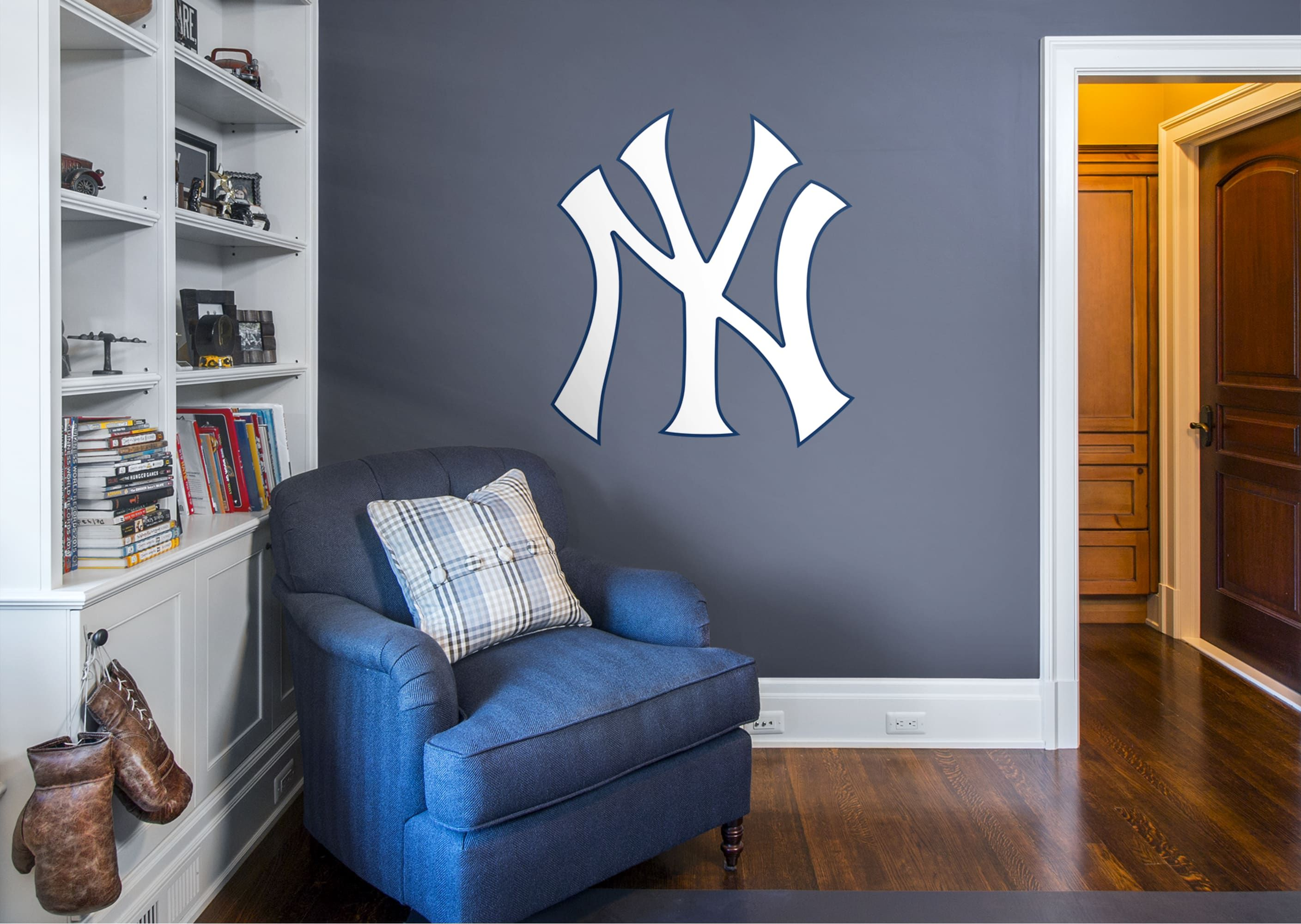 New York Yankees Fan Prove It Put Your Passion On Display With A Giant New York Yankees Logo Giant Officiall Yankee Room Yankee Bedroom Ny Yankees Bedroom