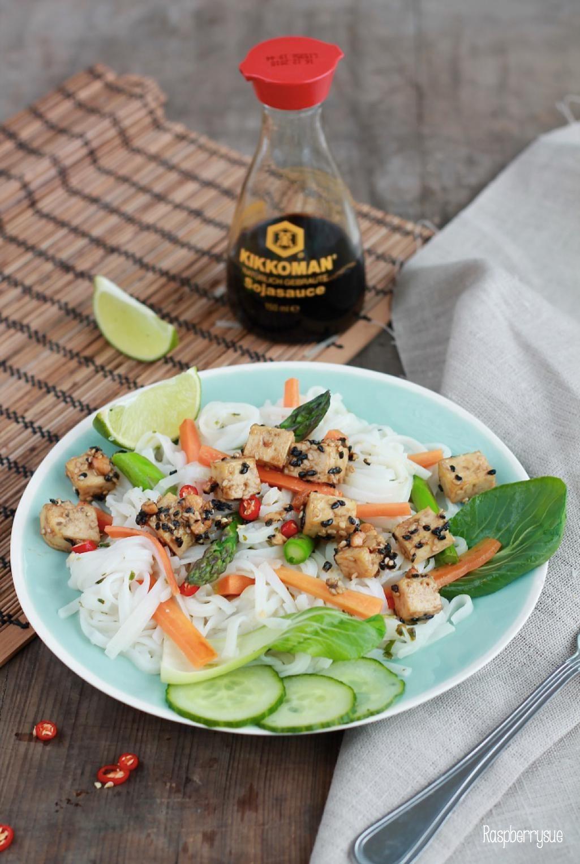 Reisnudeln mit Sesamtofu / Rice noodles with sesame tofu