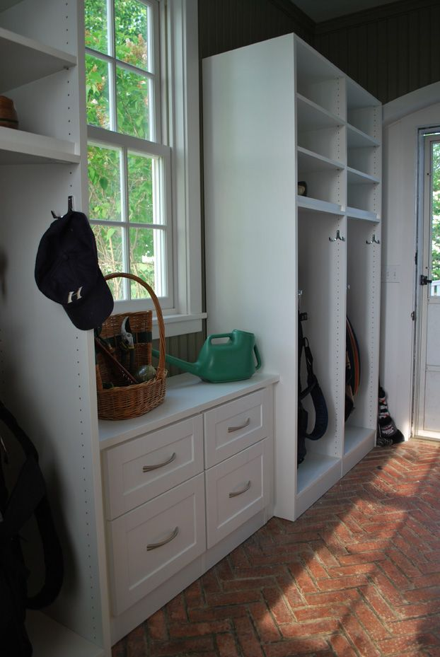 Mud room love all these built in 39 s for a mud room decor for Mud room addition ideas