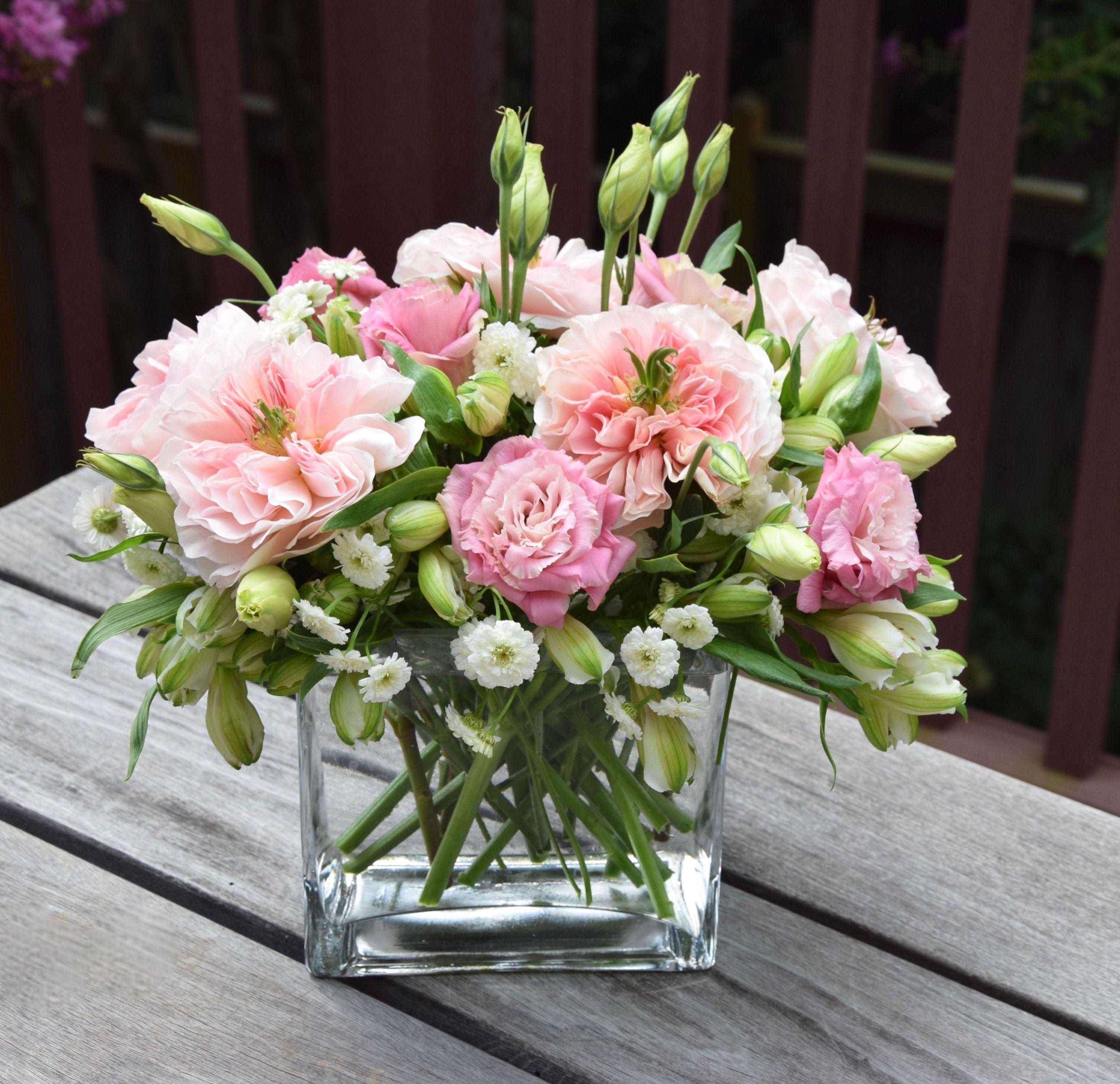 Gorgeous Flower Arrangement With Garden Roses Lisanthus And Alstroemeria Flower Arrangements Simple Rose Flower Arrangements Flower Arrangements