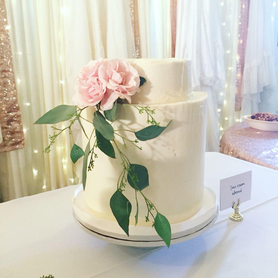Double Barrel Buttercream Wedding Cake With Fresh Florals Flavor Sour Cream Vanilla