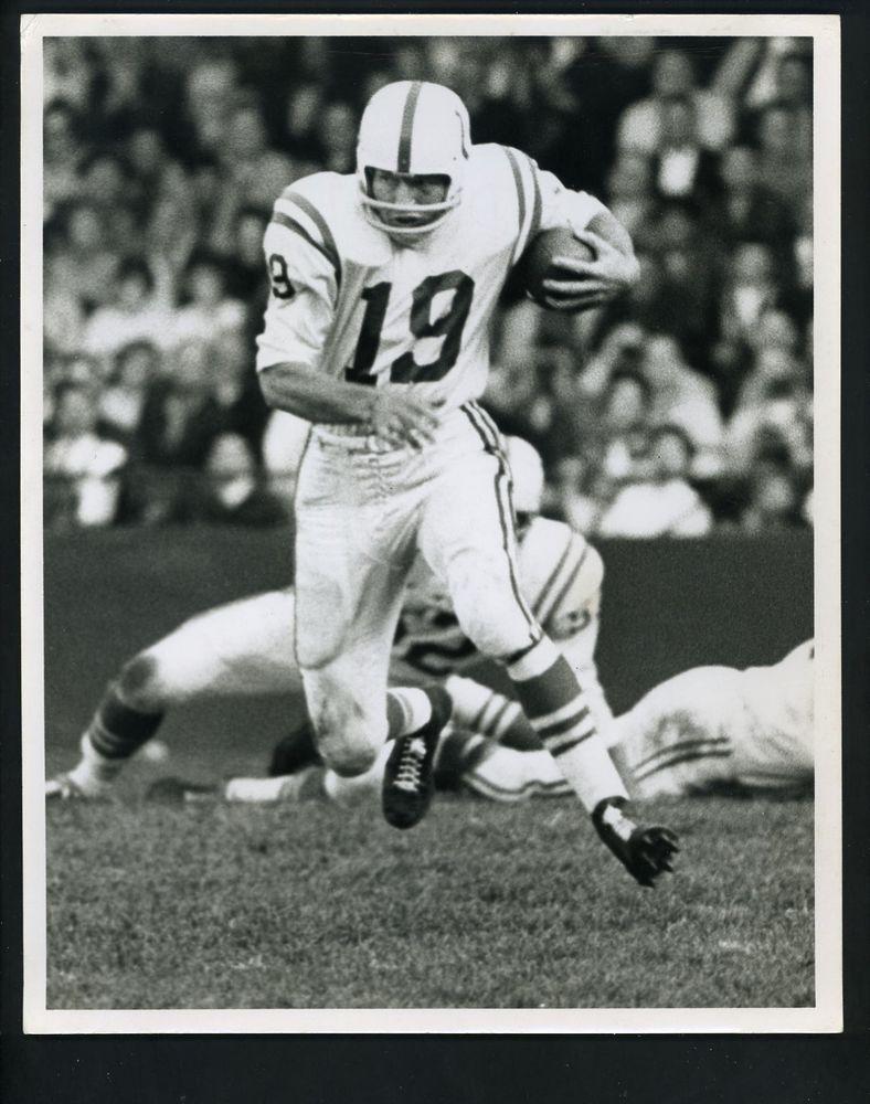 5734313b1 Johnny Unitas in action running the ball circa 1960 Press Photo Baltimore  Colts