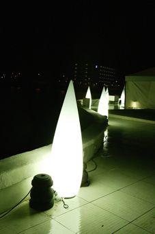 Luminaria Kanpazar outdoor 150cm en la discoteca Puro Beach de Palma de Mallorca.