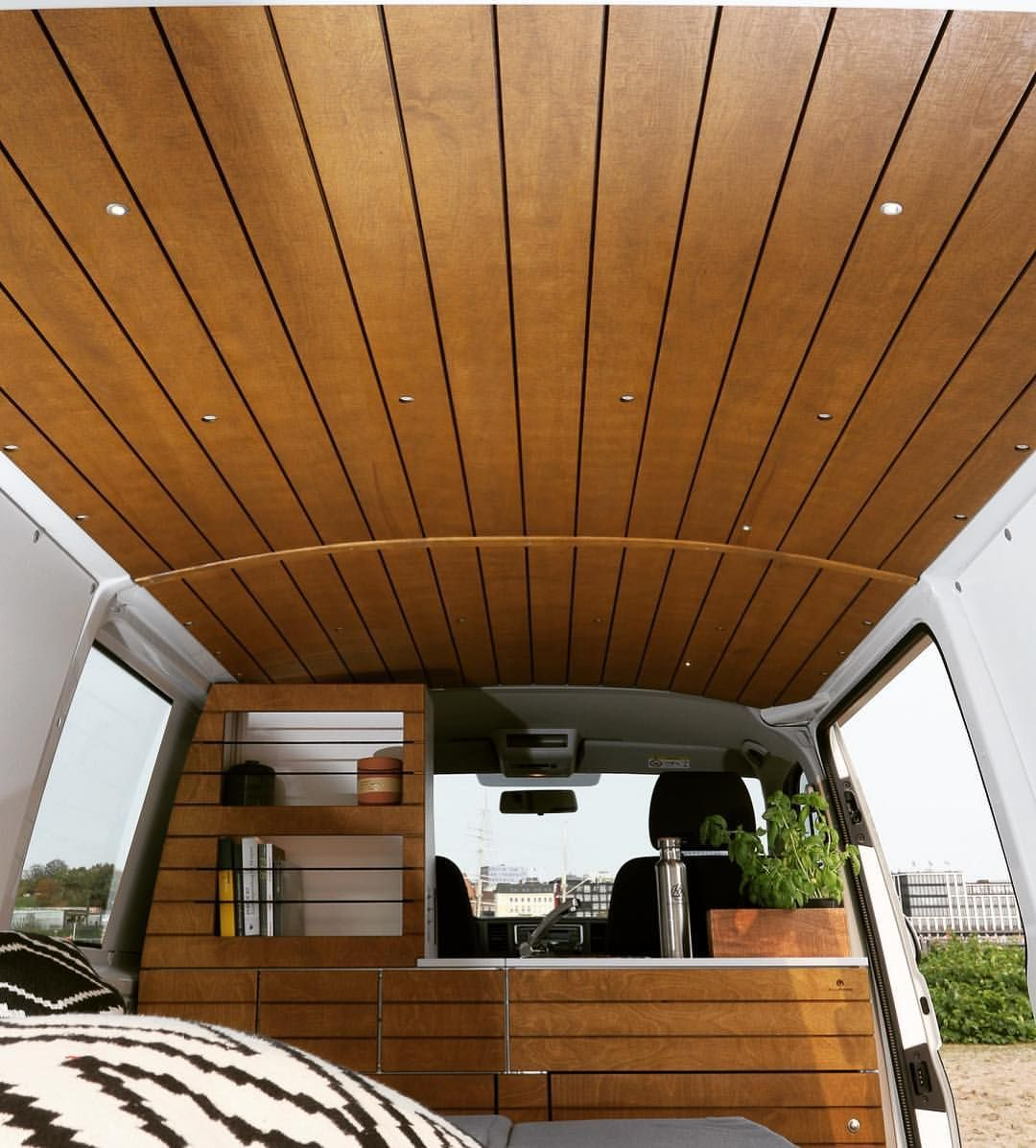How a wooden ceiling can change the whole atmosphere in a van! #vanlife #vanlove #vaninterior #design #diy #bullifaktur #wood #cnc #van #camper #campervan #rollinghome #homeonwheels #tinyhouseonwheels #campercollective #inspiration #volkswagen