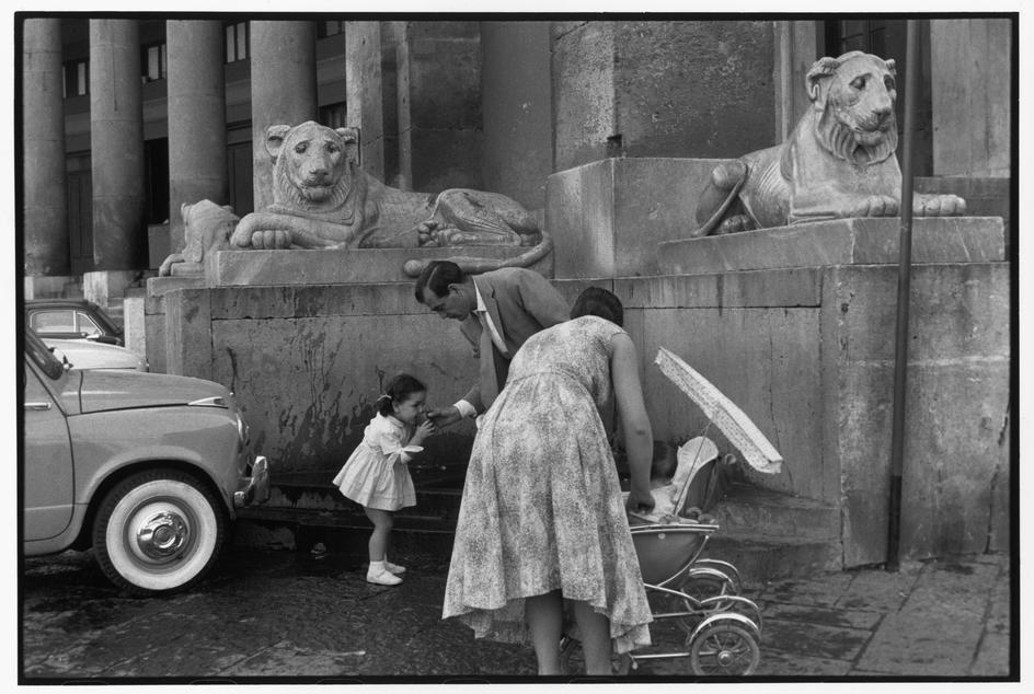 ITALY. Naples Campania 1960. Henri Cartier-Bresson   Zwart ...