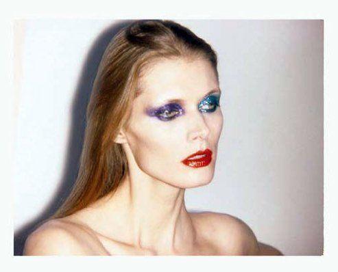 <3   Pick me! Pick me! Hoe vet is deze make-up a la David Bowie. Past heel goed in het verhaal.