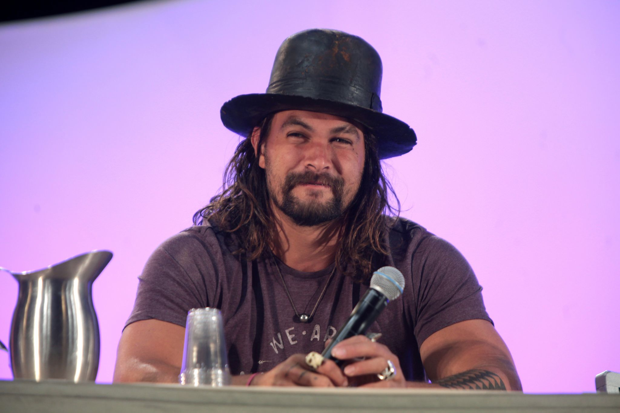 Justice League Updates New Image of Jason Momoa as