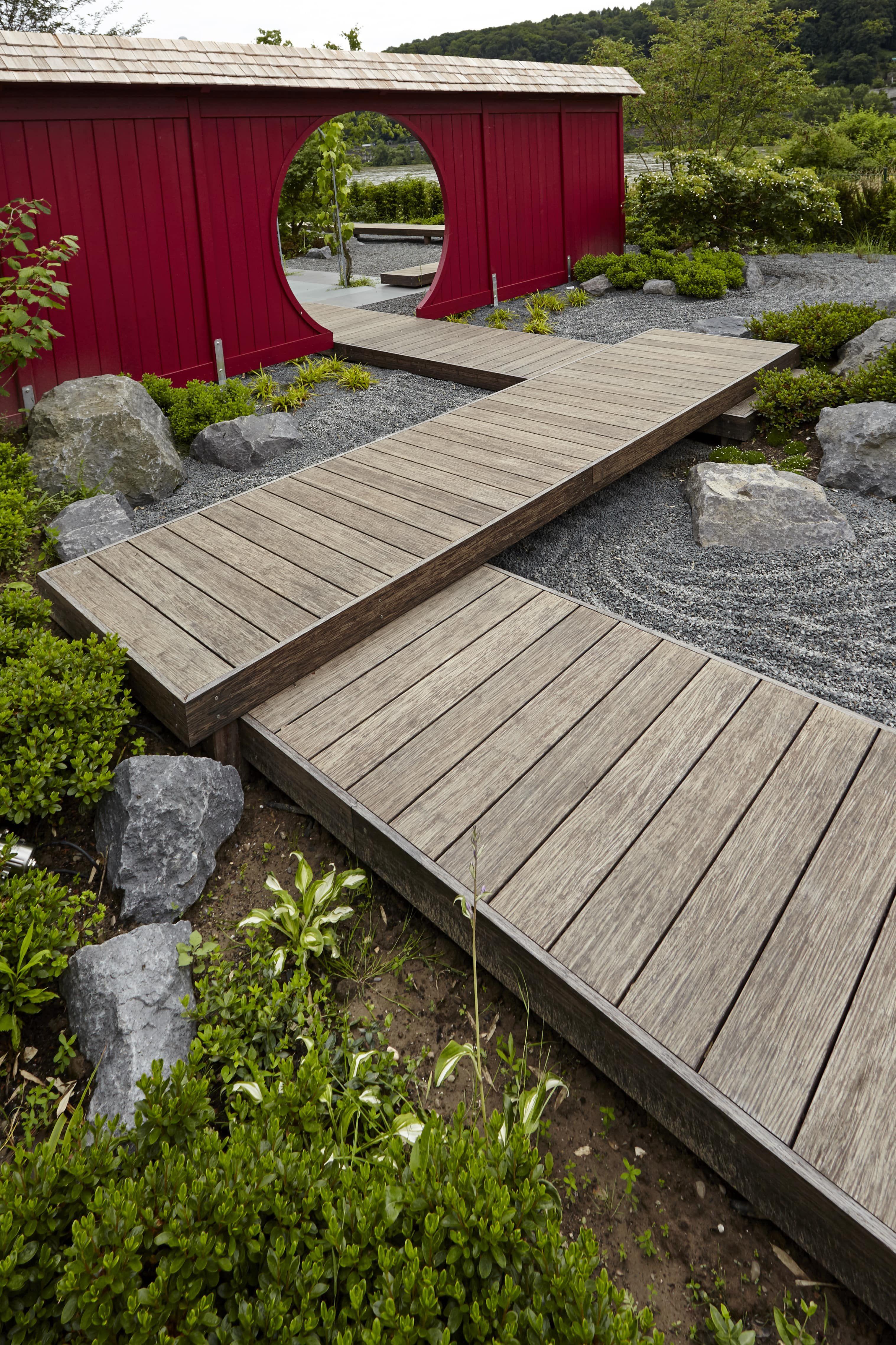 Japanischer Garten mit Stegen aus Thermo Bambus Rheingrün