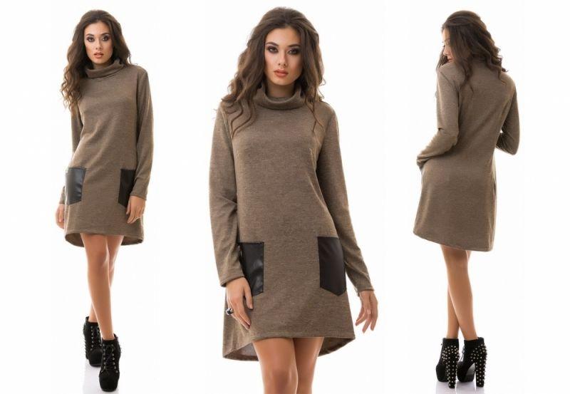 Средней длины теплое стильное платье гольф с кожанными карманами кофейный