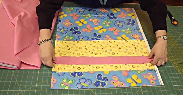 Tube Method of Pillow case sewing from Missouri Star Quilt Co. & Learn How To Make Matching Pillow Cases For Your Quilts ... pillowsntoast.com